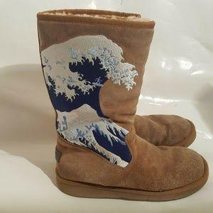 UGG  Short Tsunami Boots Limited Edition Size 6 M
